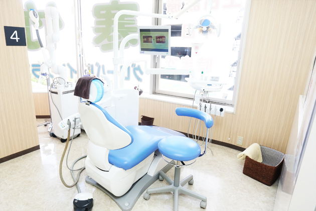 明るい開放的な診療室